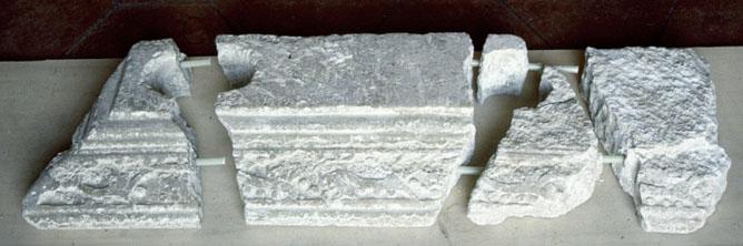 Elementi originali della Balaustrata prima del restauro