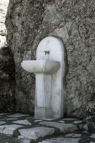 Fontana in pietra del piano della Cattedrale